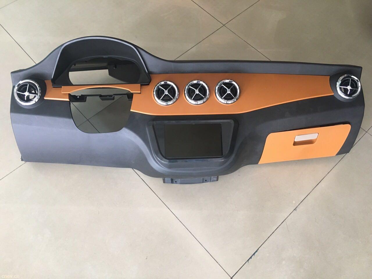 新能源电动汽车奔驰仪表台